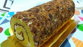 20210110_【ケーキ大人食い】アーモンドロールケーキ《レストールツルミ》.jpg